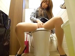 Delicious teen babe masturbates in the office toilet
