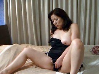 Busty mature Chizuru Iwasaki pleases horny stud