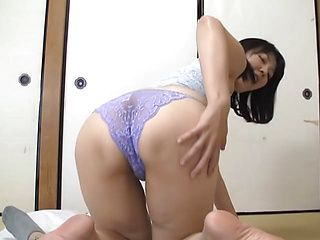 Curvy Tokyo mature lady Hitomi Enjou gives a skillful cock blowing