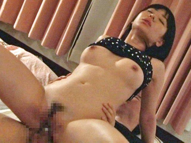 Gorgeous Japanese AV hottie bounces on naughty cock