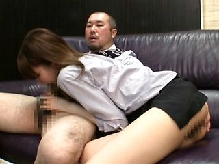 Voluptuous milf gets her ass licked and pussy rubbed