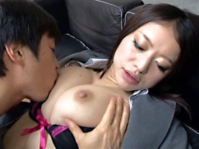 Asian babe with nice ass Kaede Niiyama gets licked and drilled