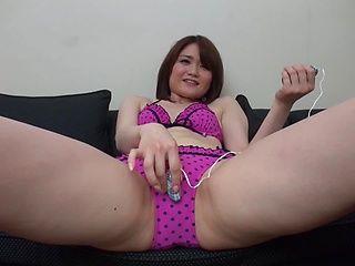 Amateur babe Mirai Asano uses her vibrator