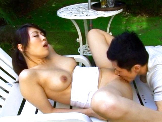 Steaming girl Kaori Otonashi in sexy shorts teased outdoors