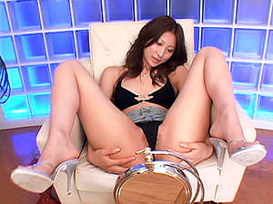 Yummy hottie Ahihiro Hara masturbates her anal and pussy on close-up