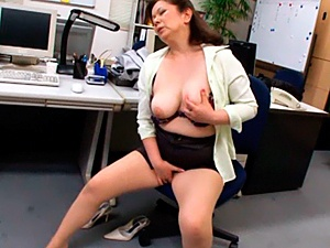 Crazy Mature Office Masturbation With Chizuru Iwasaki