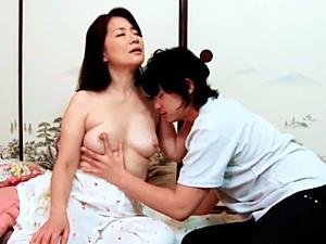 Mature Asian babe Kaoru Namiki 69 position with cum on her face