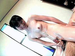 Massage Master Rina Usui Oils Up And Gives A Handjob