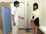 Busty Japanese teen Aimi Irie deepthroats her doc