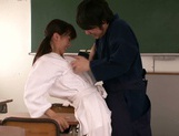 Rimu Sasahara gets fucked in the chemistry lab picture 6