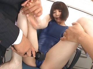 Mischievous hottie Airi Suzumura in a threesome sex play