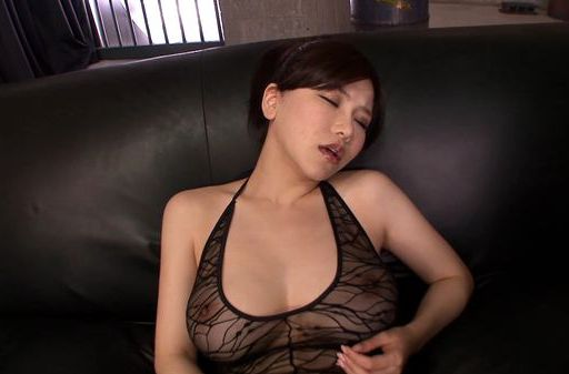 Hot MILF Anri Okita performs hand work in threesome