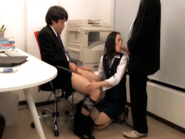 Hot anal sex lover Mai Mizusawa deepthroats her male colleagues