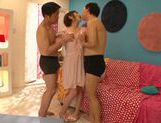 Short-haired angel Minami Aida pleases two guys picture 7