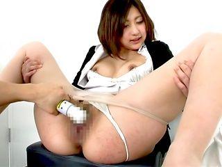 Yuna Shiratori nailed in rough threesome action