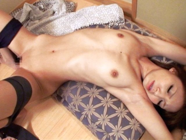 Asian hottie Risa Mizuki gets tied up and hard fucked
