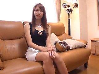 Busty Asian bombshell Nami Aino gets fucked by two throbbing rods