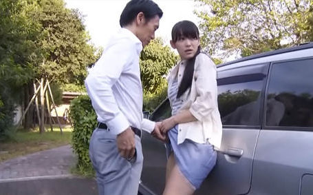 During upskirt scene Japanese AV model shows nice ass