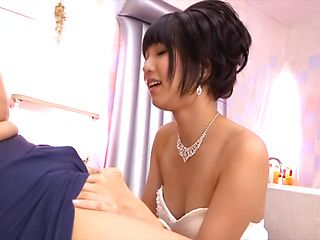 Lusty bride gets nasty in the tub along horny stud