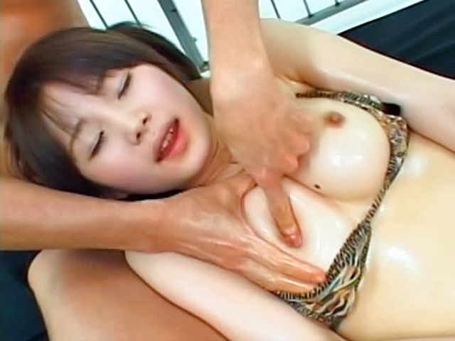 Saki Tsuji Hot Japanese babe in sexy bathing suit shows off her body