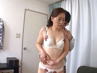 Classy Japanese mature gives pleasure of sex to sexy boy