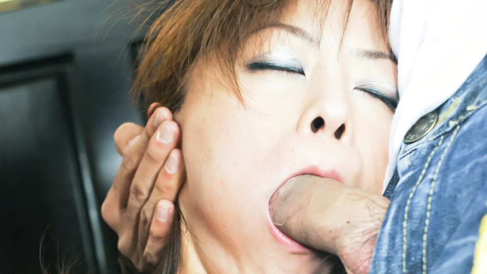 Miina Minamoto Asian doll sucks cock
