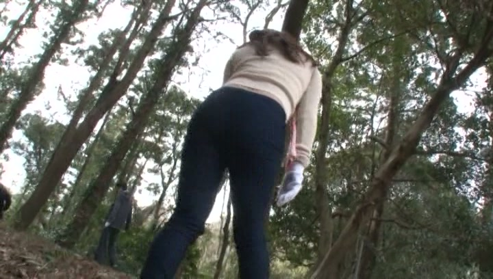 Kinky Japanese mature gives blowjob outdoors