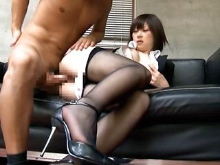 Boss Pulls Down A MILF´s Pantyhose To Bang Her Pussy
