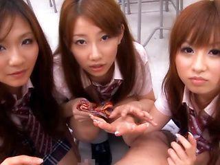 Kokomi Naruse, Hiyori Nanoka and Hinami Kawasumi suck cock after school lunch!