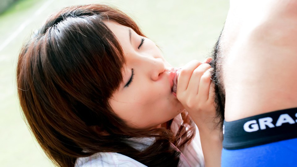Kana Shimada Japanese model sucks dick outside