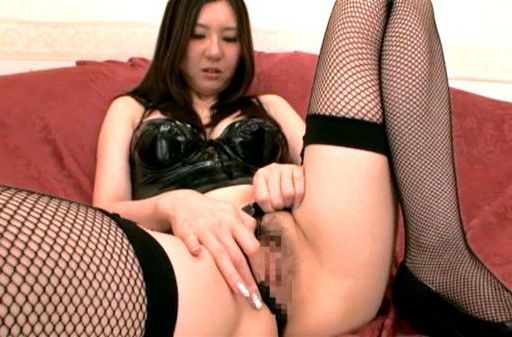 Brunette hottie Yui Tatsumi likes to play