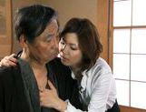 Mai Hanano Japanese milf fucks old man picture 2