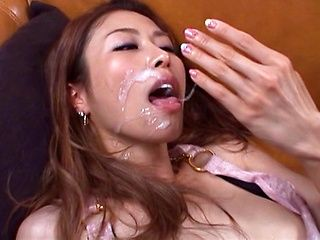Skinny Asian babe Akari Asahina pleases hunk in wild hardcore