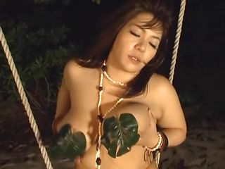Gorgeous Asian amateur mature Mizuki Ann masturbates on a beach
