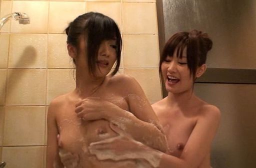 Lori And Her Schoolgirl Friend Bathe Each Other´s Bodies
