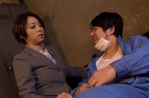 Amazing Japanese office lady Tamaki Nakaoka gives a blow