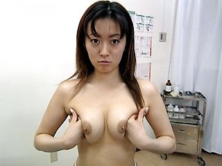 Saki Shiina gets cum on her body!