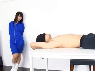 Tsuna Nakamura gives one handjob to remember