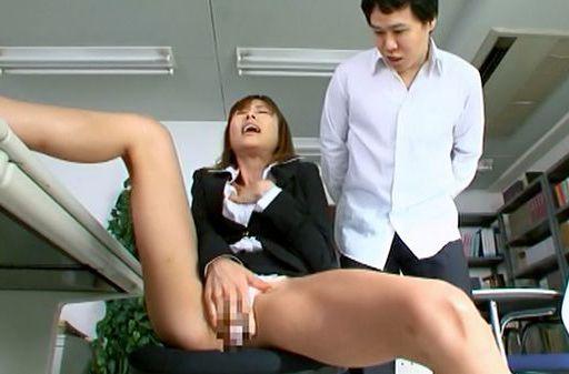 Akari Asahina receives deep penetration!