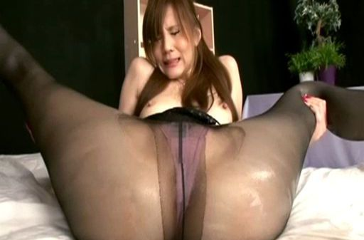 MILF Ameri Ichinose gives a footjob in her pantyhose
