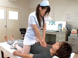 Juri Sakuraji´s Teen Nurse Body Works In Getting Him Off