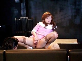 Keito Miyazawa performs some pussy stimulation in front of a crowd.