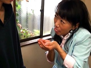 Japanese AV Model hot mature babe gives hand work and blowjob