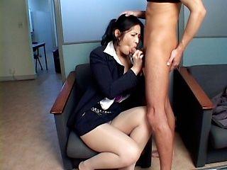 Chinami Sakai Asian secretary gives a hot blowjob