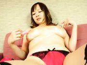 Busty Asian Arisa Araki enjoys massive solo