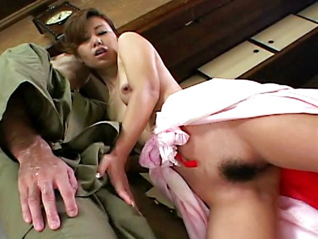 Guy Helps Her Mature Pussy Cum With A Big Sex Toy