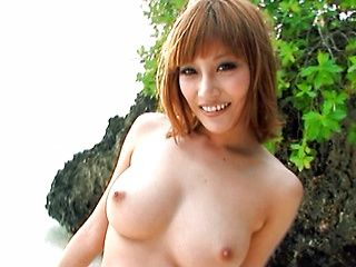 Kirara Asuka Takes Her Bikini Off At The Beach