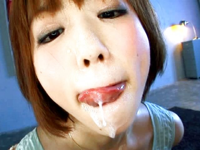 Saki Ninomiya swallows loads of cum