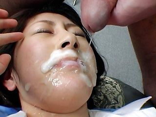 Mariko Shiraishi Asian MILF gets a hot facial bukkake