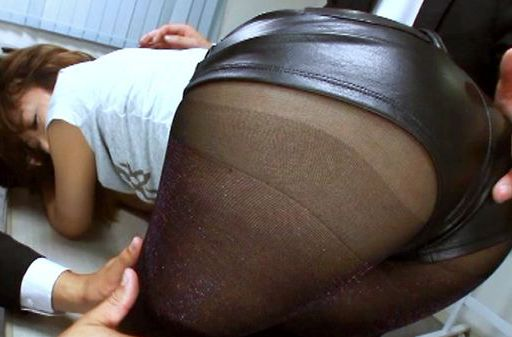 Sae Aihara shows off her cute ass in sexy pantyhose